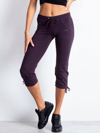 Ciemnofioletowe spodnie dresowe capri z dżetami