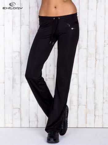 Czarne spodnie dresowe z kieszonką na suwak