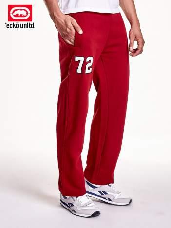 Czerwone spodnie dresowe męskie z naszywką 72