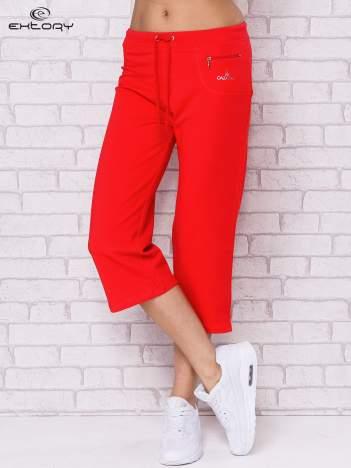 Różowe spodnie sportowe capri