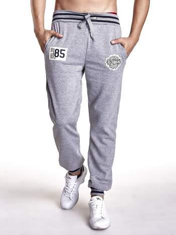 Szare dresowe spodnie z naszywkami i kieszeniami