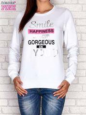Biała bluza z napisem SMILE HAPPINESS LOOKS GORGEOUS ON YOU