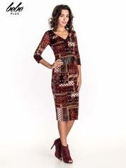 Bordowa sukienka midi w patchworkowy wzór ze skórzaną wstawką