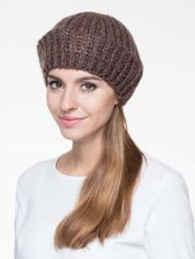 Brązowa czapka typu beret