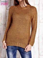 Brązowy dzianinowy sweter o szerokim splocie