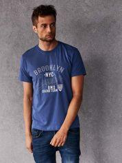 Ciemnoniebieski t-shirt męski z napisem BROOKLYN NYC