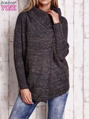 Ciemnoszary melanżowy sweter z szerokim kołnierzem