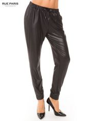 Czarne spodnie dresowe ze zwężanymi nogawkami z efektem połysku