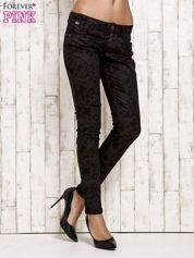 Czarne spodnie rurki we wzór abstract