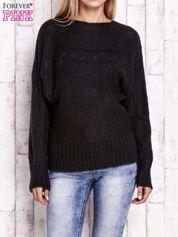 Czarny sweter z warkoczowym splotem