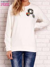Ecru bluza z kolorowymi naszywkami