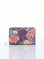 Fioletowy portfel z kwiatowymi motywami