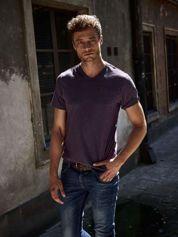 Fioletowy t-shirt męski z kieszonką