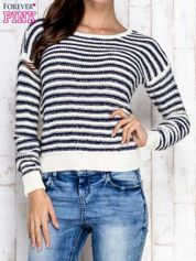 Granatowy sweter w paski