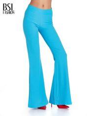 Jasnoniebieskie spodnie typu dzwony
