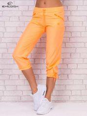 Jasnopomarańczowe spodnie sportowe capri z wiązaniem