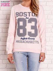 Jasnoróżowa bluza z napisem BOSTON 83