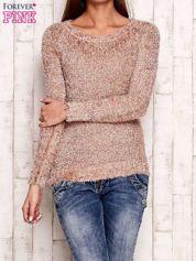 Jasnoróżowy sweter fluffy z cekinami