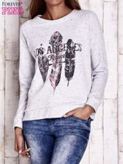 Jasnoszara bluza z motywem piór i napisem