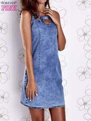 Butik Niebieska jeansowa sukienka z wycięciami