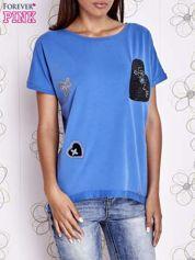 Niebieski t-shirt z motywem serca i kokardki
