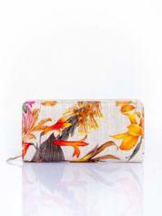Pomarańczowy portfel z egzotycznym nadrukiem