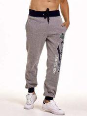 Szare dresowe spodnie męskie z napisem CALIFORNIA i naszywką