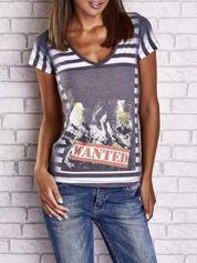 Szary t-shirt w paski i z nadrukiem dziewczyny