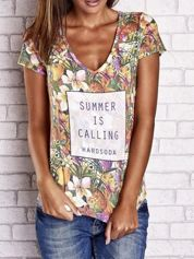Wzorzysty t-shirt floral z napisem SUMMER IS CALLING