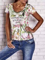 Zielony t-shirt w ananasy z egzotycznym nadrukiem i napisem