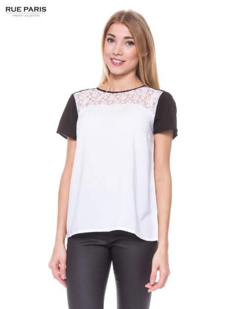 Biała koszula z koronkowym karczkiem i kontrastowymi rękawami