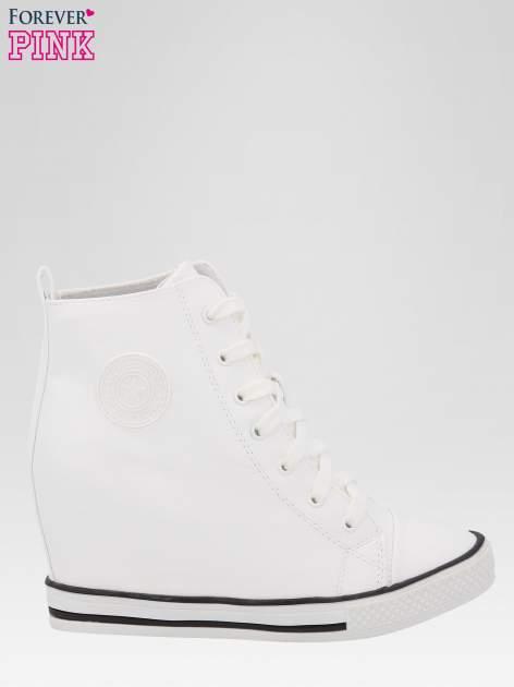Białe klasyczne sneakersy damskie