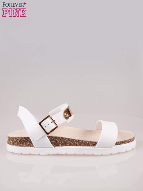 Białe sandały z blaszką na korkowej podeszwie