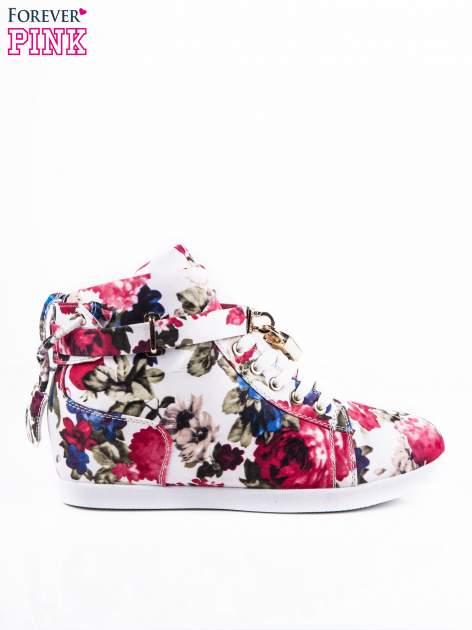 Białe sneakersy z kwiatowym motywem