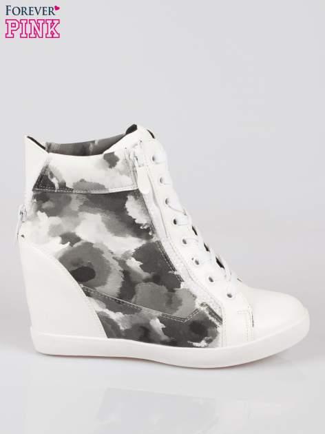 Biało-czarne sneakersy damskie z motywem floral