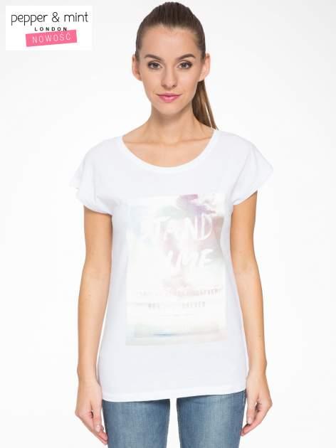Biały t-shirt z napisem STAND BY ME