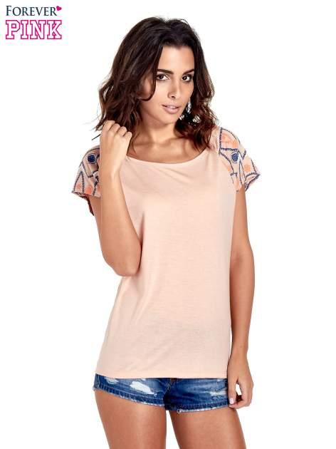 Brzoskwiniowy t-shirt z rękawkami w motyw etno