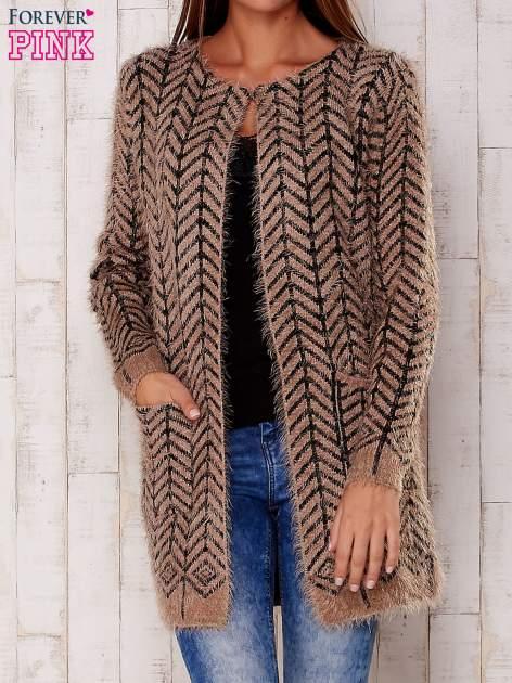 Ciemnobeżowy wełniany sweter z kieszeniami