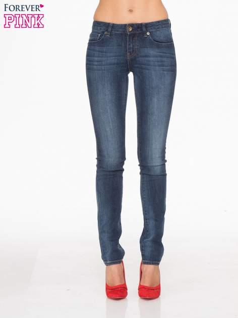 Ciemnoniebieskie spodnie jeansowe rurki z cieniowaniem