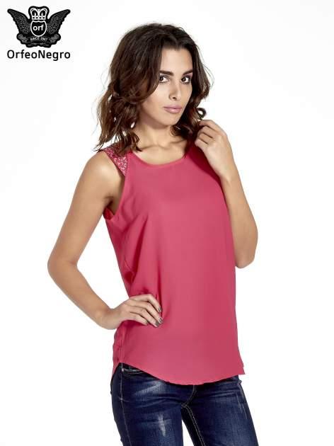 Ciemnoróżowa bluzka koszulowa z koralikami przy ramionach