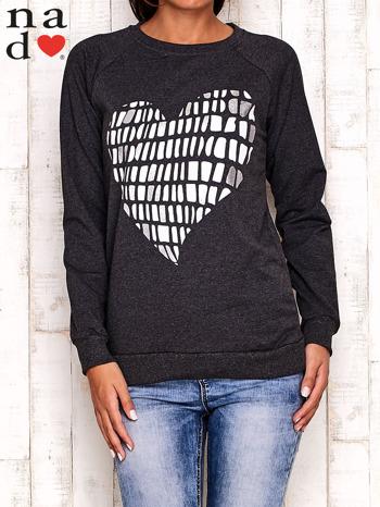 Ciemnoszara bluza z nadrukiem w kształcie serca