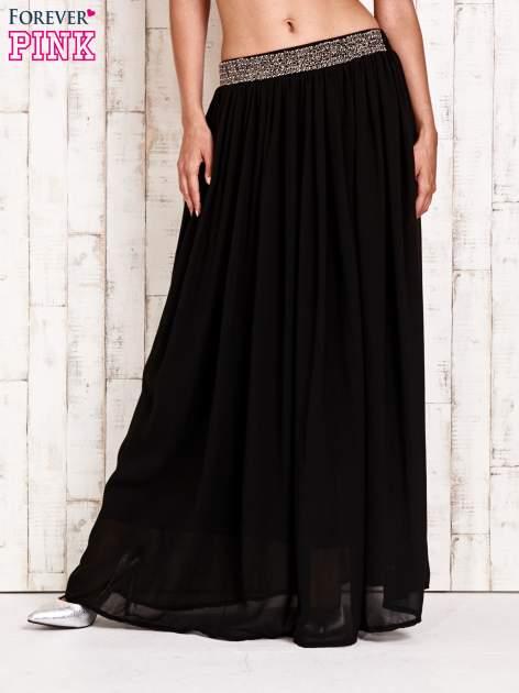 Czarna spódnica maxi z ozdobnym paskiem