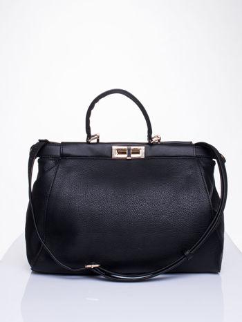 Czarna torba kuferek zapinana na zatrzask