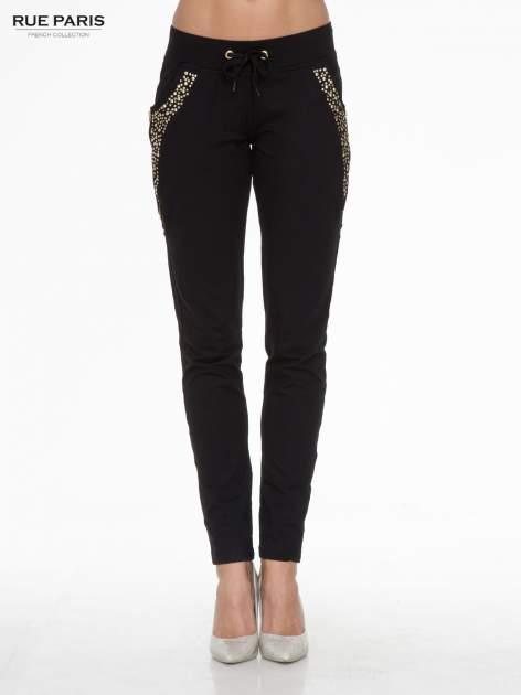 Czarne eleganckie spodnie dresowe z dżetami