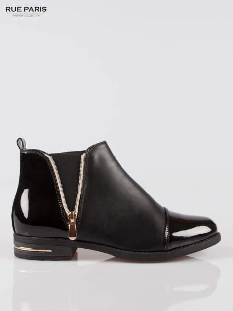 Czarne płaskie botki ze złotym suwakiem i obcasem
