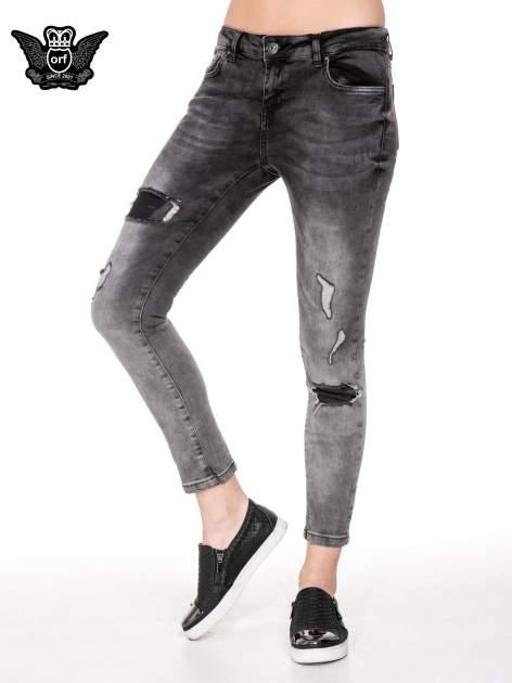 Czarne rozjaśniane spodnie jeansowe 7/8 z przetarciami i łatami