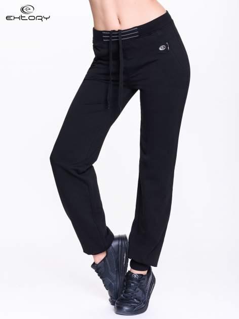 Czarne spodnie dresowe z elastyczną gumką w pasie PLUS SIZE