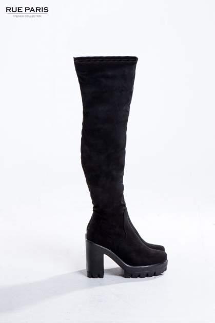 Czarne zamszowe kozaki za kolano na traperowej podeszwie