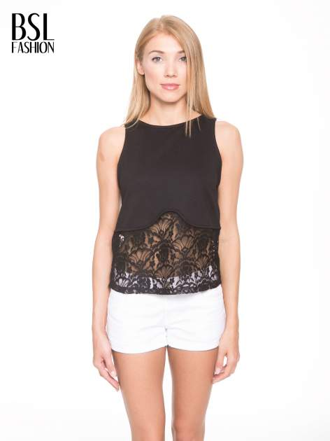 Czarny t-shirt z koronkowym dołem i zamkiem z tyłu