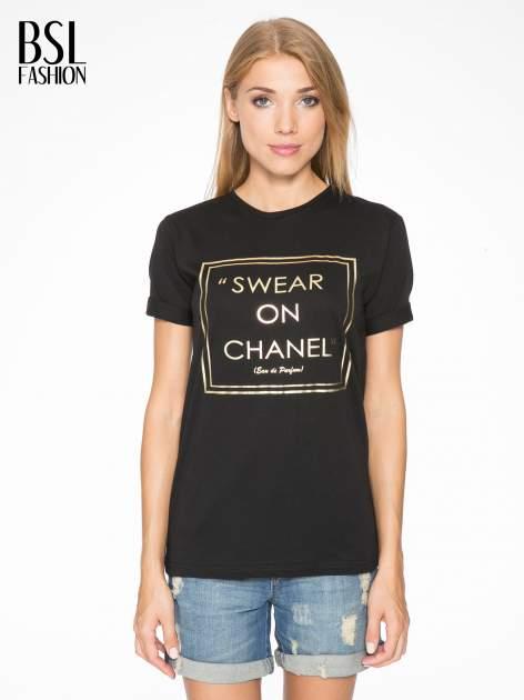 Czarny t-shirt ze złotym napisem SWEAR ON CHANEL